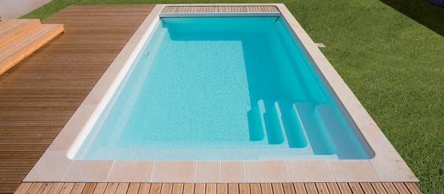 Piscine Coque Polyester Forme Rectangulaire 10x4 A Fond Plat