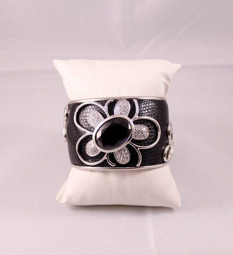 Brazalete flor cuero negro - Marber Alta Bisutería