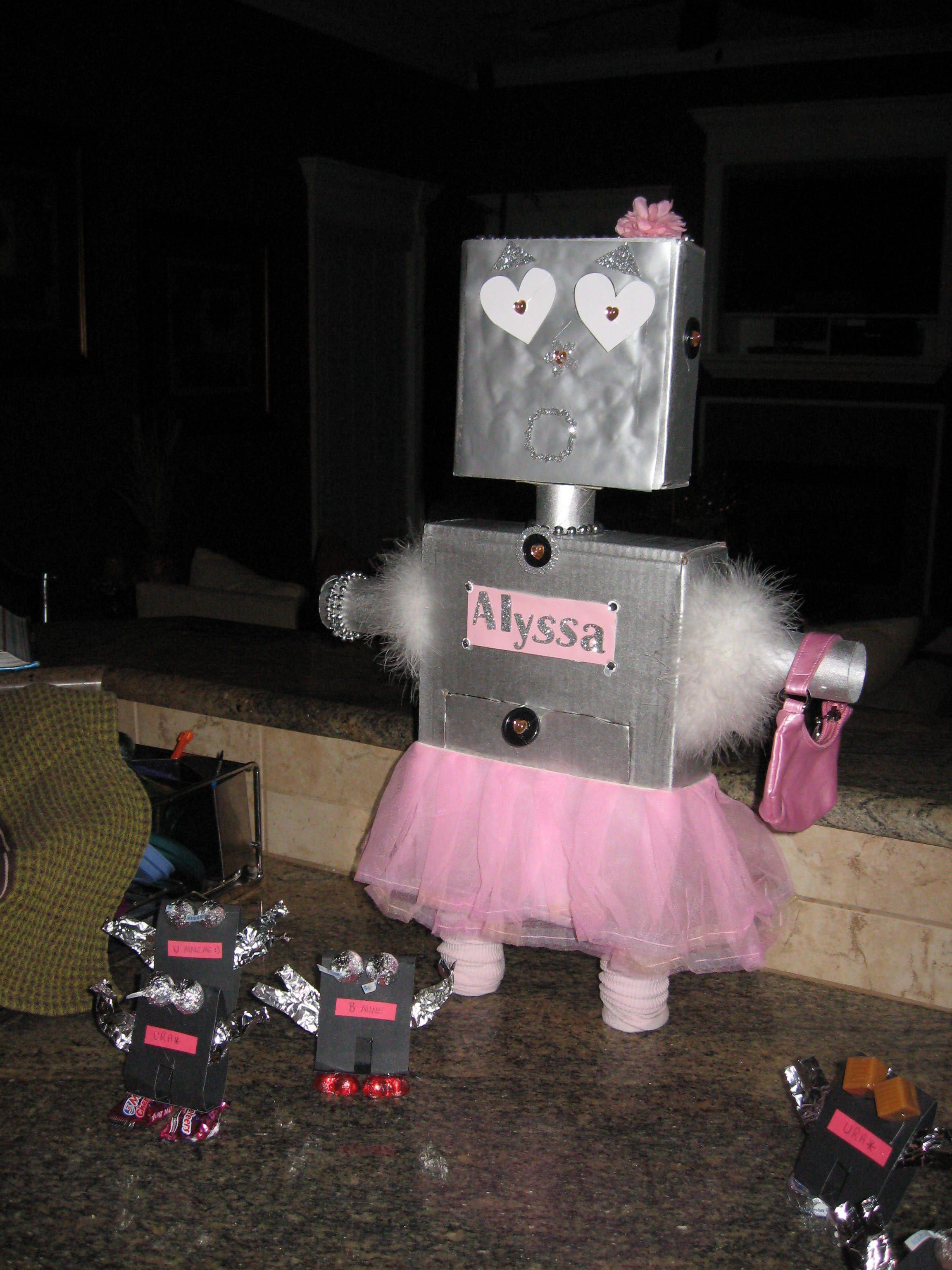 Girl robot Valentine box and mini robot Valentines Alyssa s K box