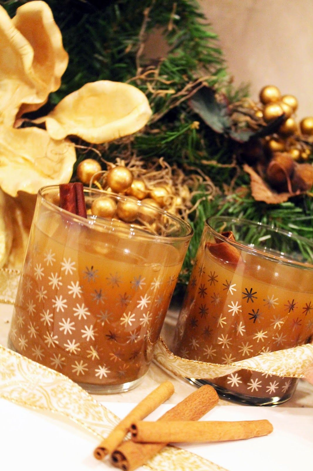 warm apple pie cocktail // holiday cocktail// hot cider holiday drink 5 O'Clock Fashionistas
