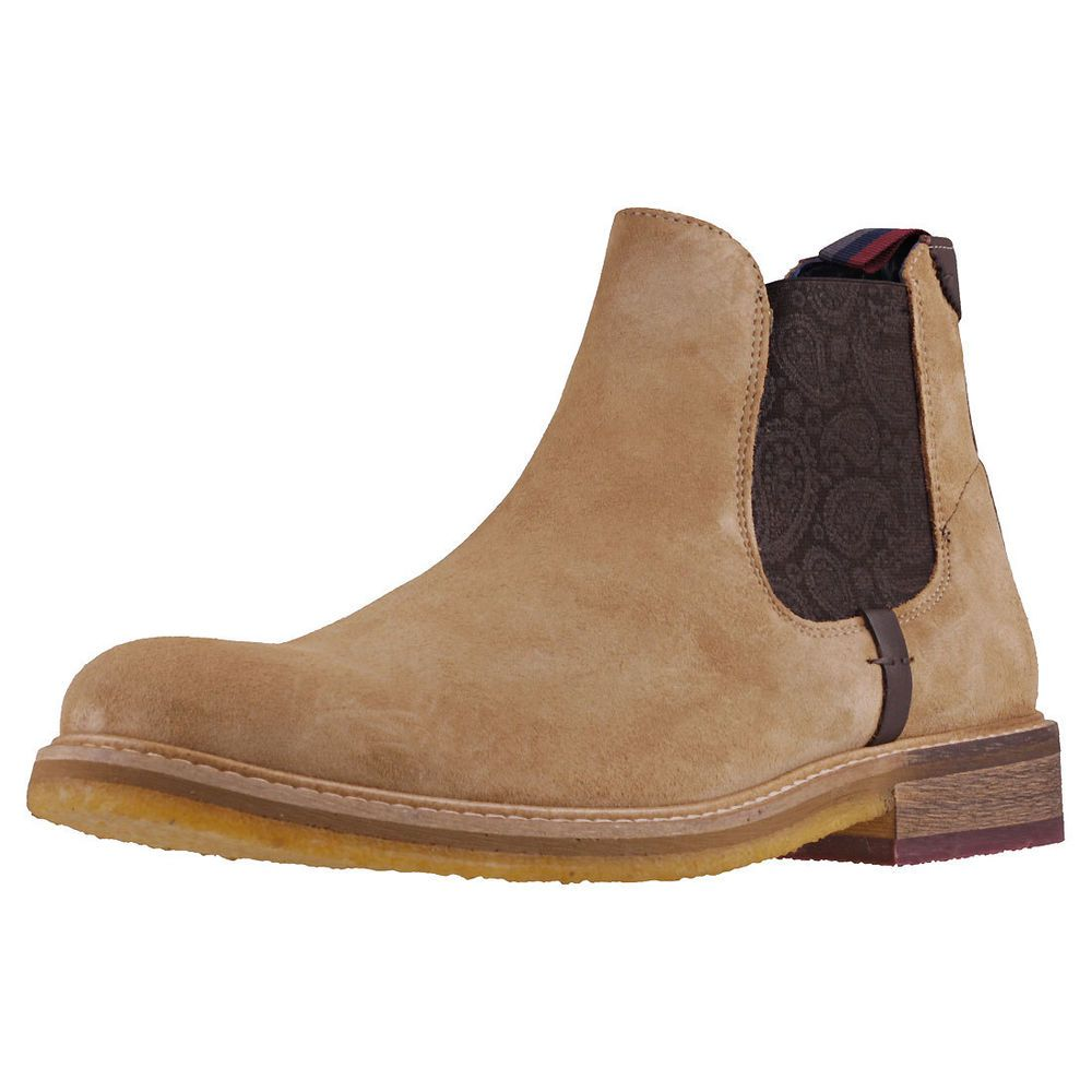 These Chelsea Boots feature Slip-on