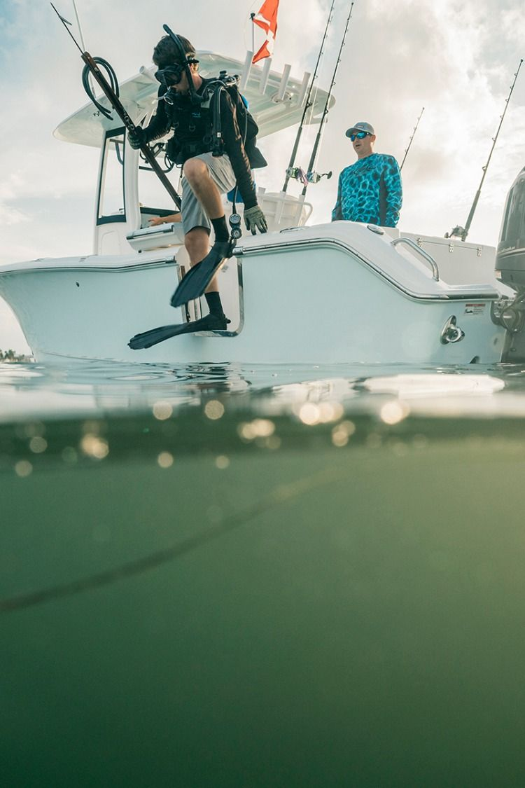Bait tank by Sea Hunt Boats on GameFish 25 2019 Center