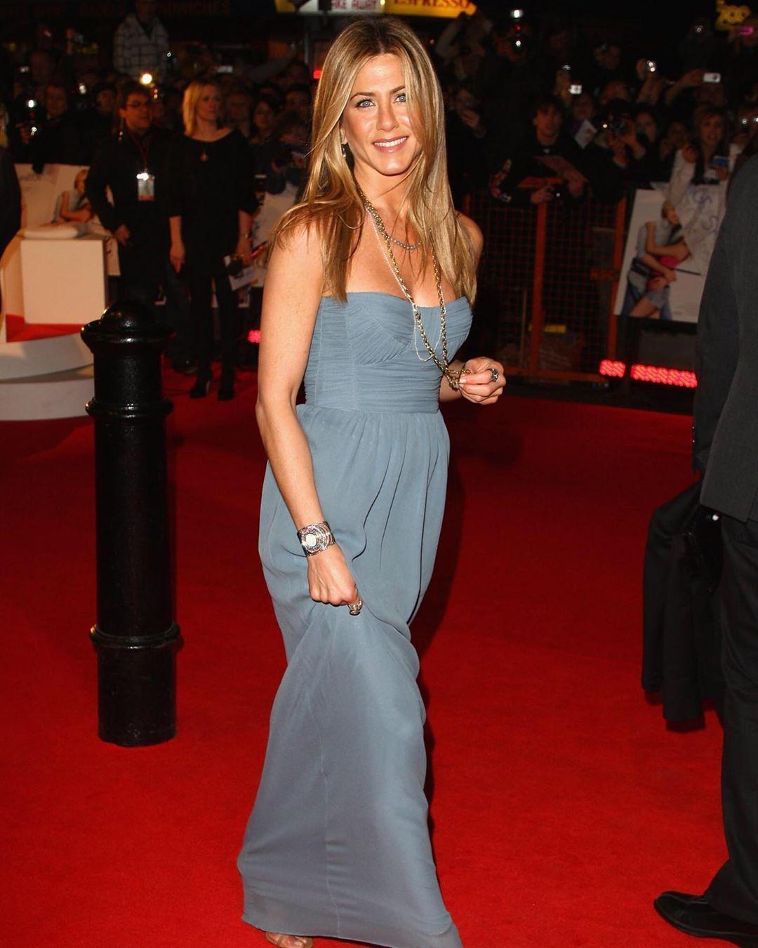 Happy 2020 Jennifer Aniston Jenniferaniston Rachel Green Rachelgreen Friends Ac Gorgeous Dresses Strapless Dress Formal Jennifer Aniston Pictures [ 1350 x 1080 Pixel ]