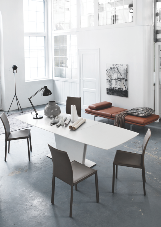The most elegant and functional extendible dining table from BoConcept
