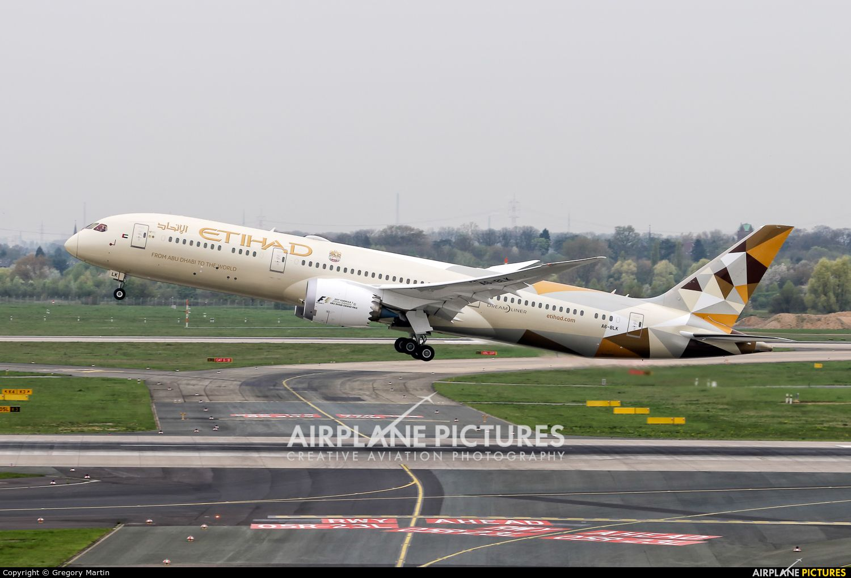 Etihad Airways Boeing 7879 Dreamliner photo by Gregory