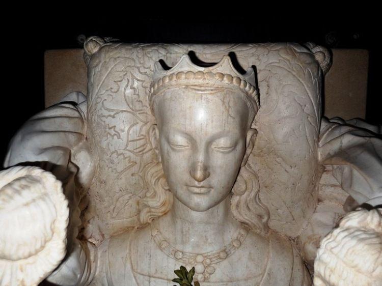Headstone 1450-59g. Agnes Sorel (c.1422-50) France. Giraudon