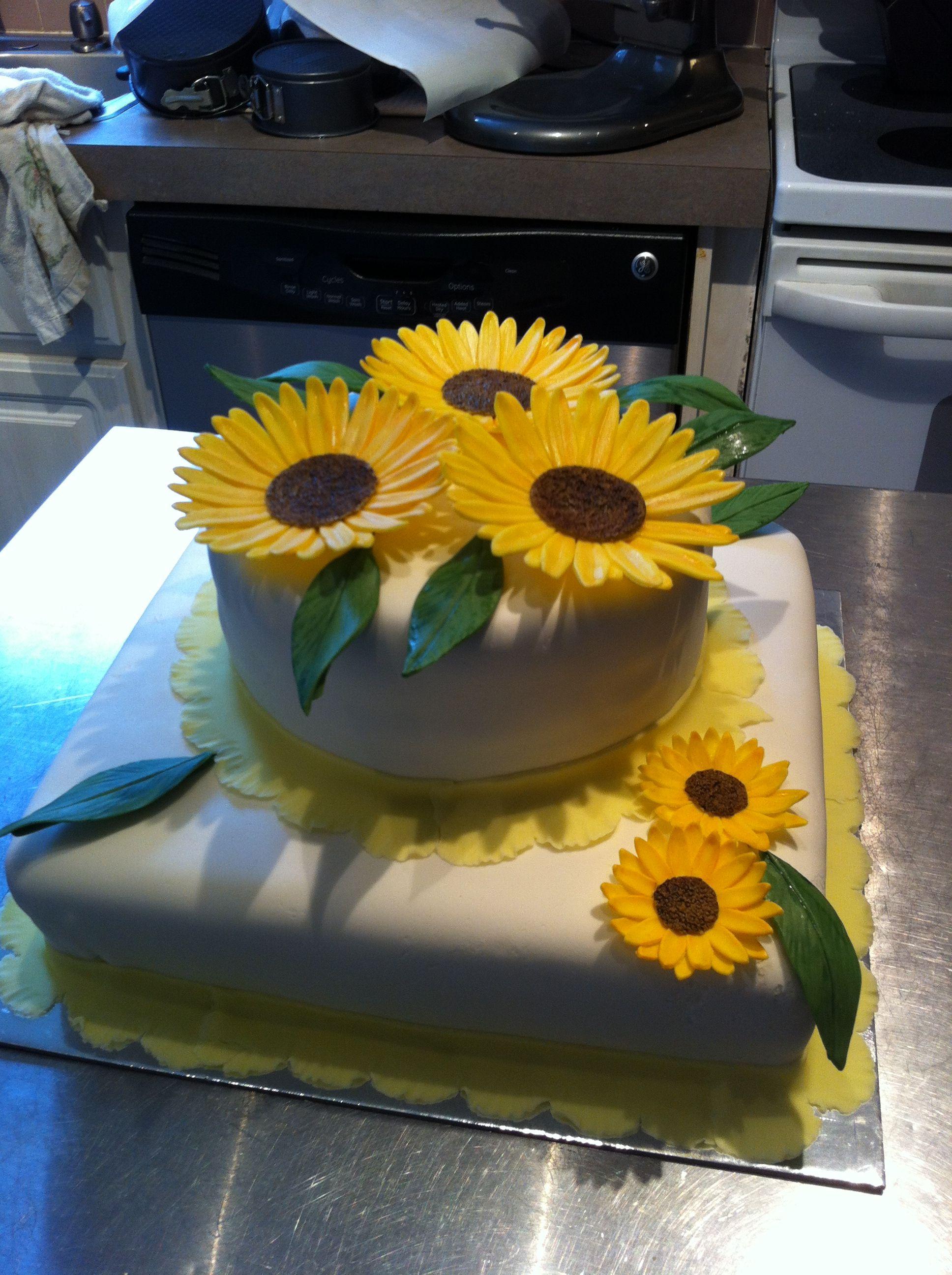 2 tier sunflower cake Sunflower cakes, Homemade cakes