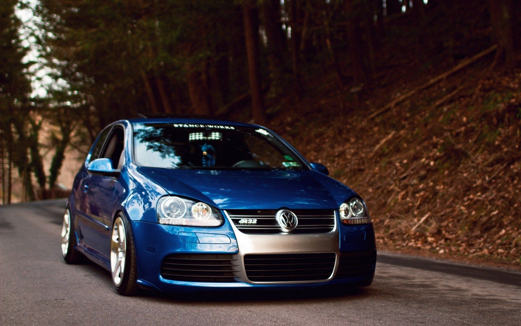 volkswagen golf v r32 car forest road fall hd wallpaper. Black Bedroom Furniture Sets. Home Design Ideas