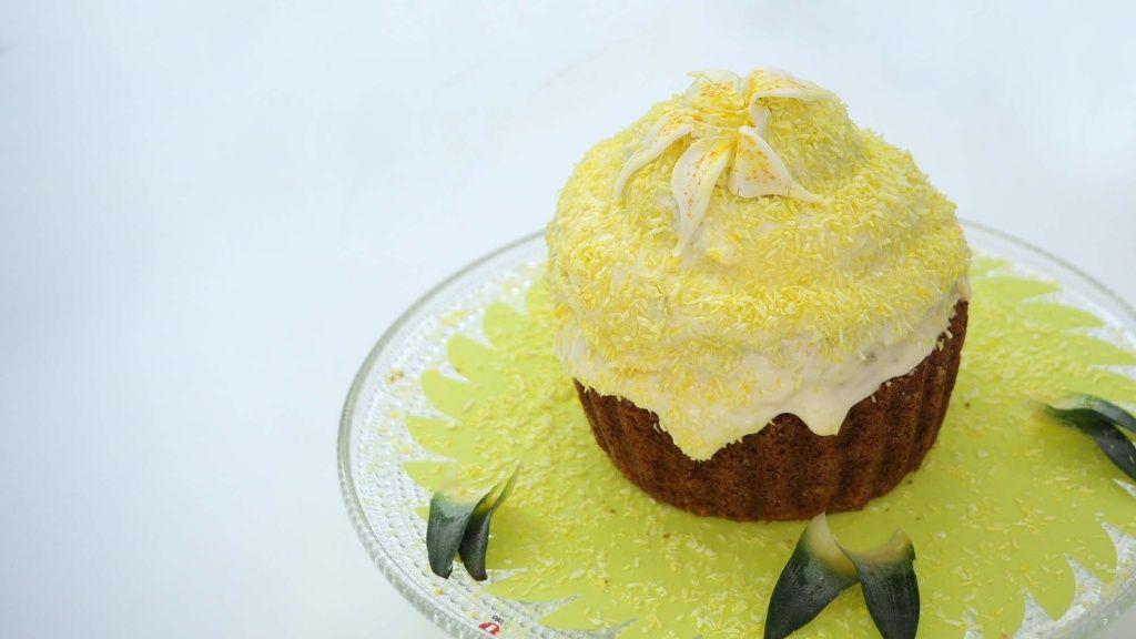 Koko Suomi leipoo -ohjelman ensimmäisessä jaksossa Heidi teki trooppisen kakun, jossa oli muun muassa kookosta, rommia ja ananasta.
