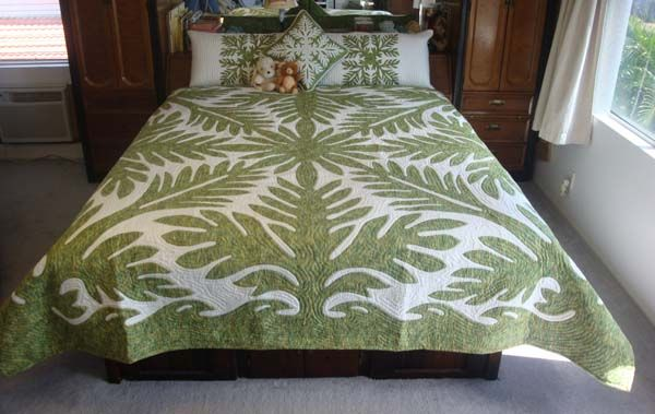 beautiful hawaiian quilt and pillows | A QUILTING | Pinterest