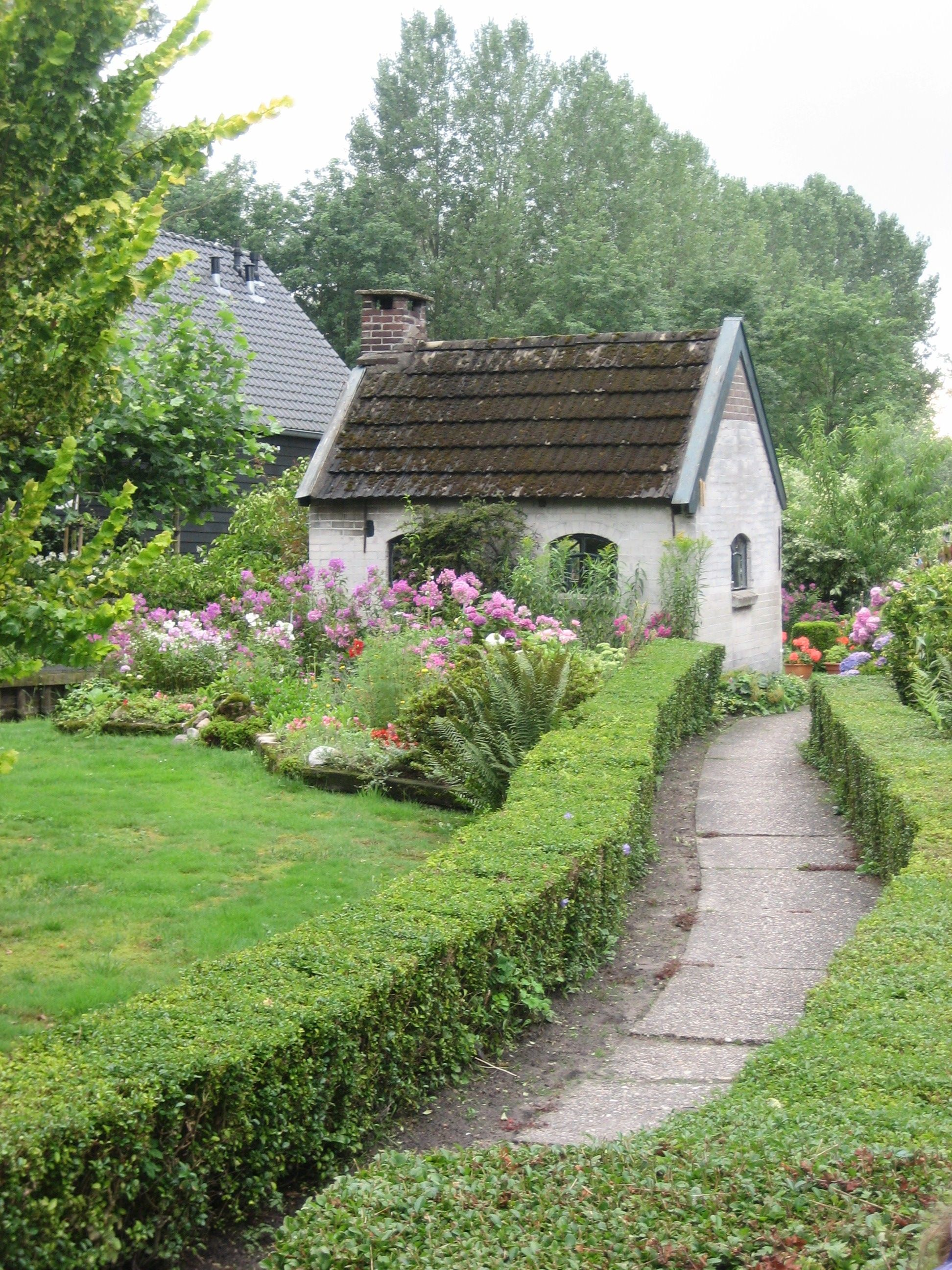 Cottage and Garden in Giethoorn, The Netherlands Cottage