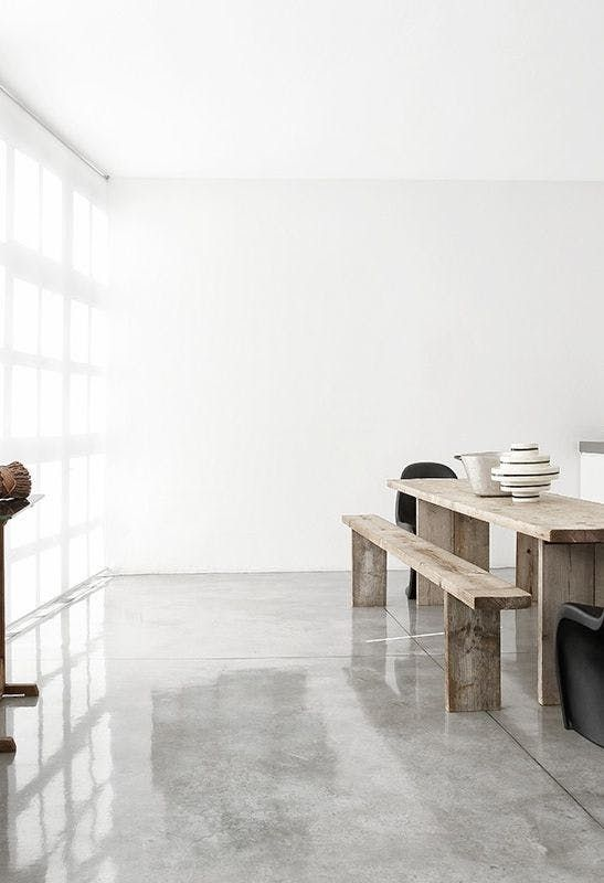 Raw Beauty 14 Gorgeous Spaces With Concrete Floors Flooring Minimalist Interior Minimalist Interior Design