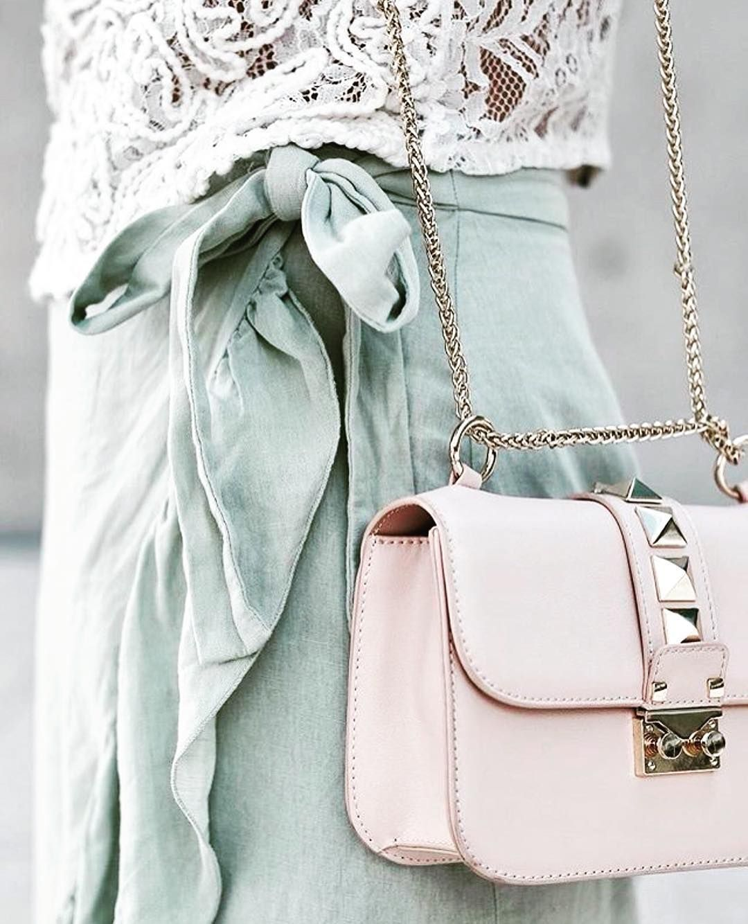 PRETTY IN PASTEL // Oh wow lovely details on @carina ...