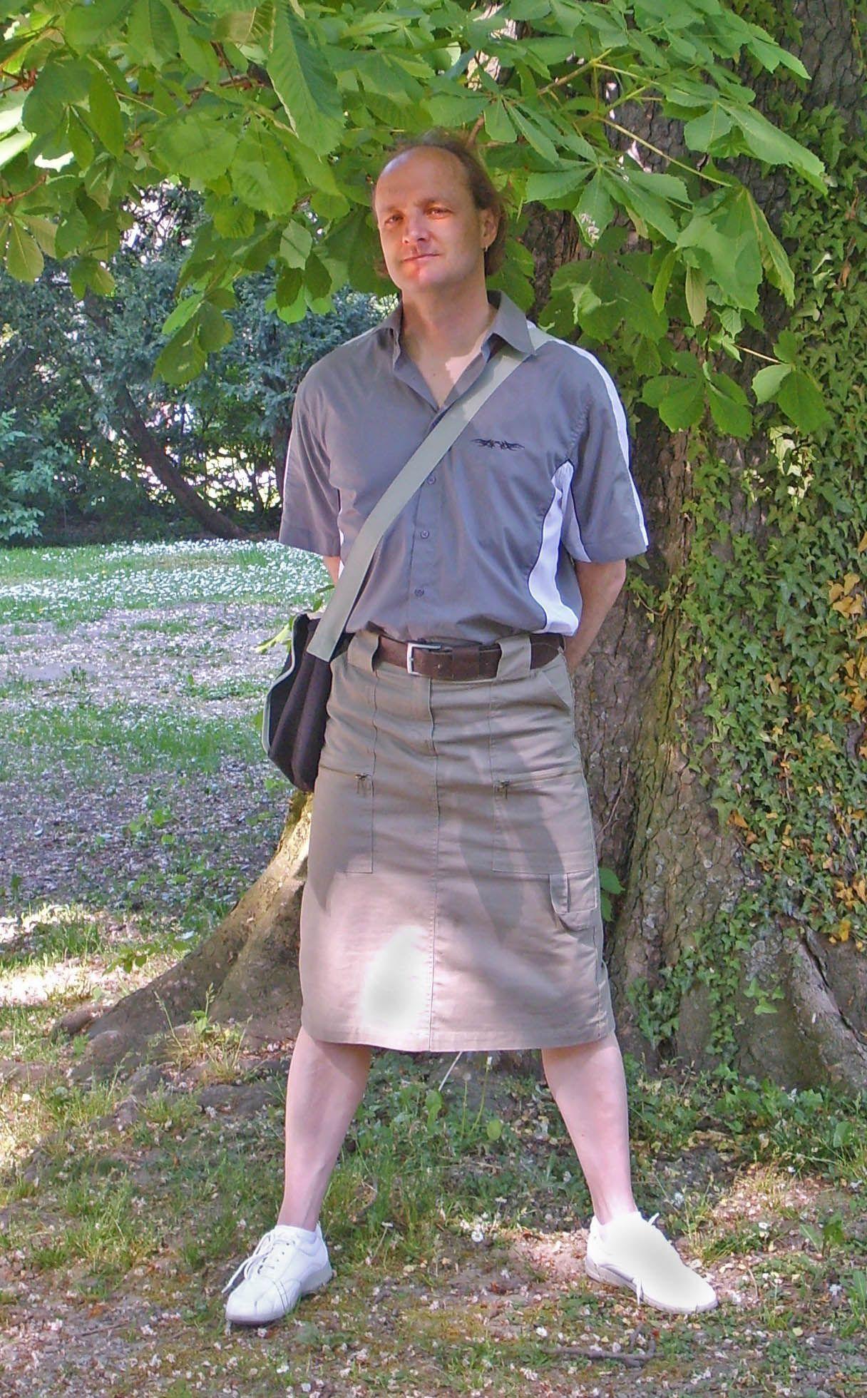 Christian vorm Baum | Männer mode, Mode röcke, Mode