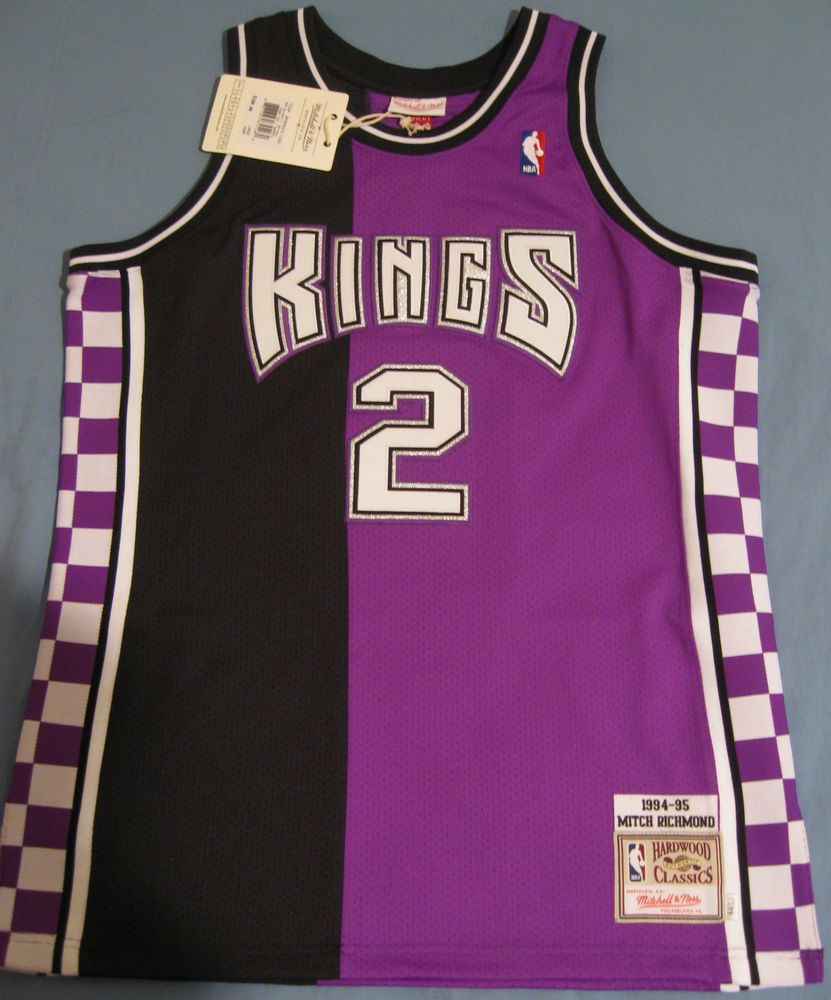baeef6aa5407 MITCH RICHMOND Mitchell   Ness throwback jersey Sacramento Kings. Looks  like something that should be worn by a clown at a kid s party.