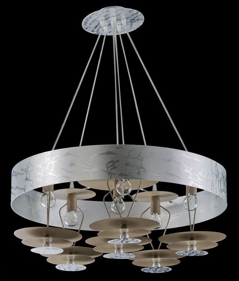 Lampadario moderno. Struttura in metallo pregiato con