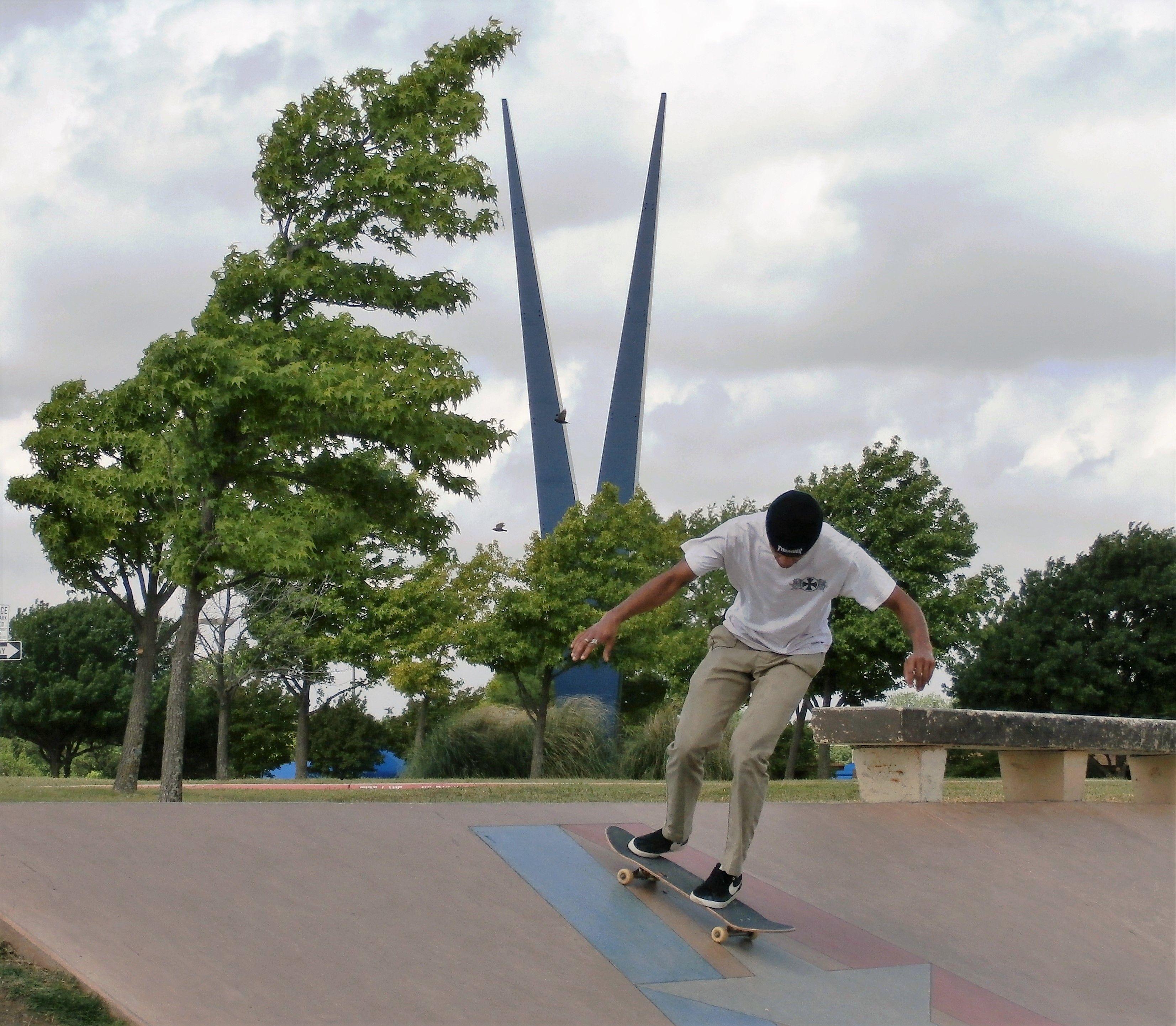 The Giant Green V In Vandergriff Park Was Once A Famed Commercial Landmark Of Vandergriff Chevrolet It Now Overlooks A Sk Arlington Park Public Art Skate Park