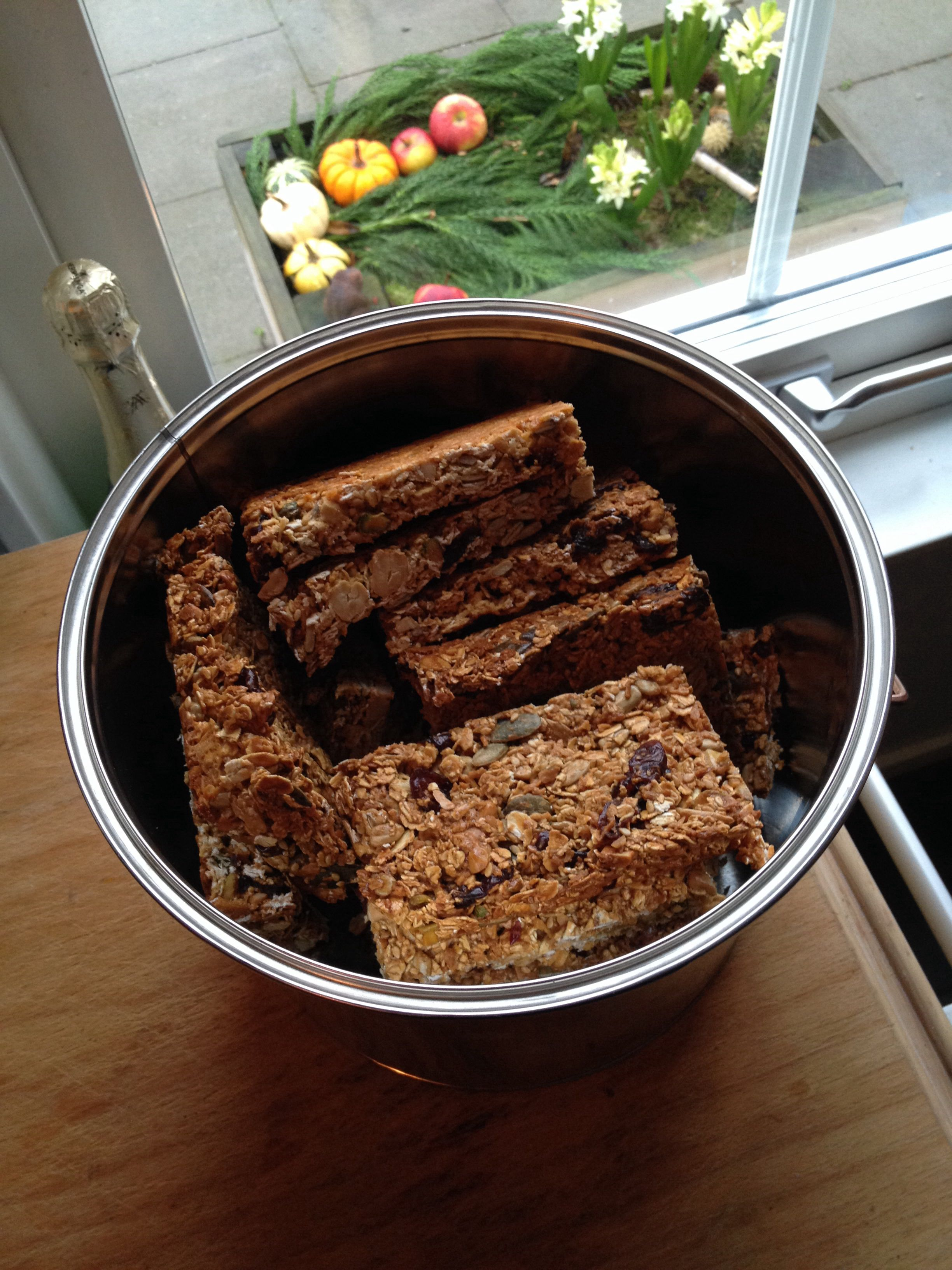 Breakfast Bars From Nigella Express I Used To Make A Batch Of These Every Week But Fell Out If The Habit So Good And Eas Food Favorite Recipes Breakfast Bars