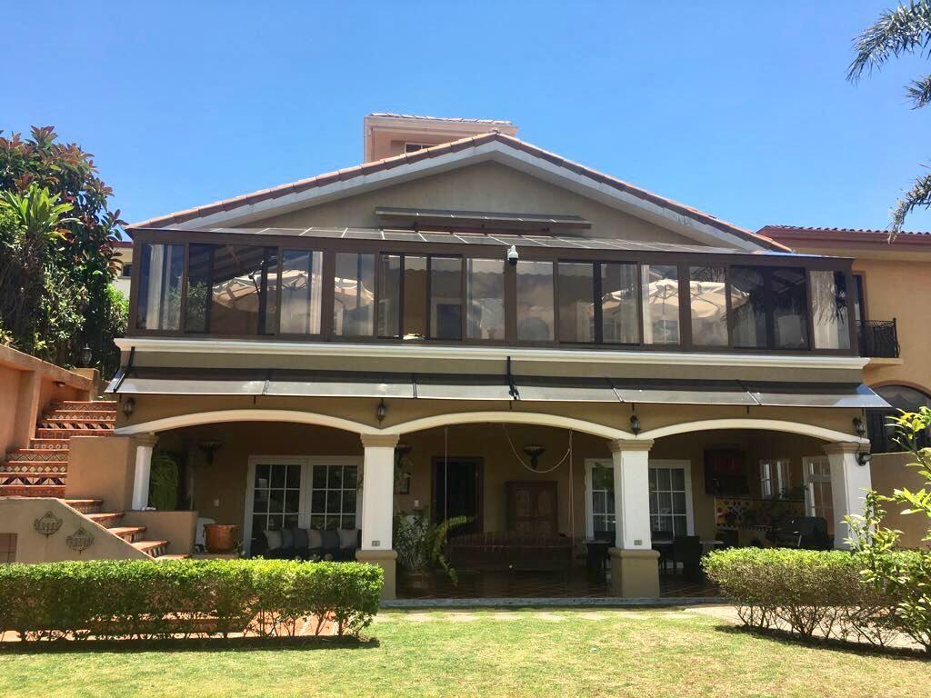 Bella casa estilo Contemporaneo Mediterrano a la Venta en