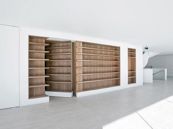 Biblioth que avec porte pivotante un beau passage for Meuble avec cachette secrete
