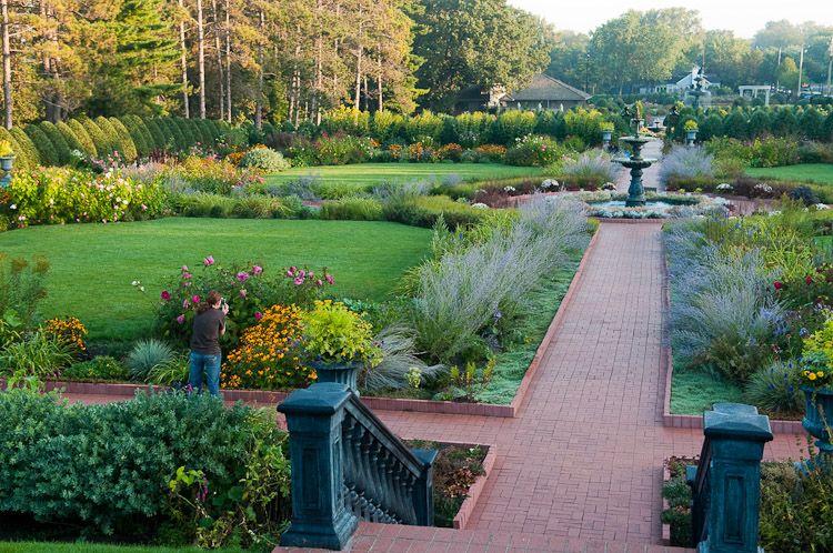 fbf9ee7daec40fb07812cd9994904f8d - Best Time To Visit Munsinger Gardens