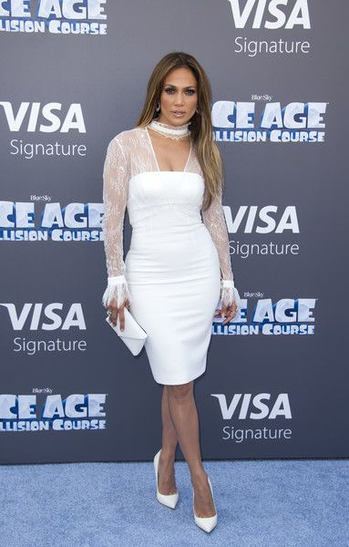c22588b64a12 Jennifer Lopez Envelope Clutch - Jennifer Lopez polished off her all-white  look with a Tyler Alexandra envelope clutch.