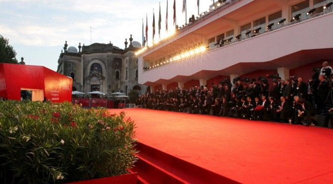 Venezia, sul red carpet in Jumpsuit