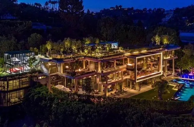 Zillow Loving Chinese Billionaire Buys 75 Million Bel Air Megamansion Bel Air Mansion Bel Air House Dream House Exterior