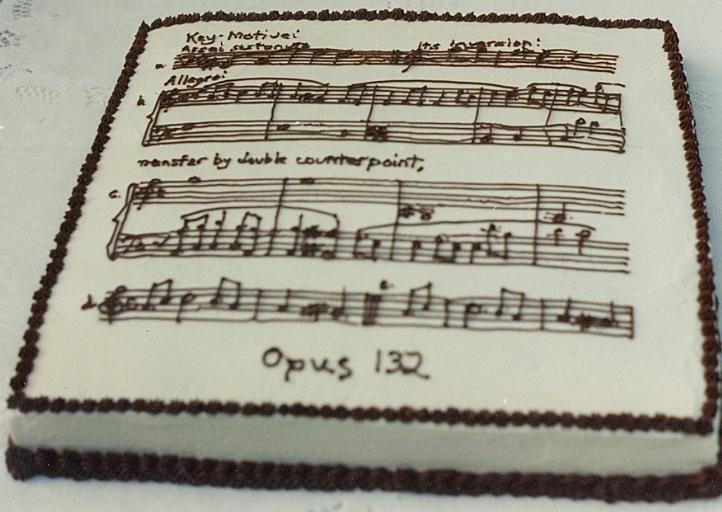 Music birthday cake delicious Classical music designs Pinterest