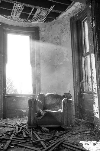 Ouerbacker Mansion - Explore Kentucky Project. A black and white urban decay shot of a derelict chair in ouerbacker Mansion