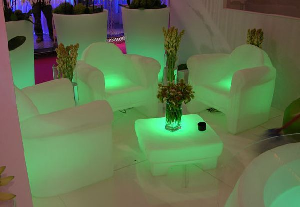 Glowing Outdoor Furniture! Wouldnu0027t This Be Awesome Next To A Pool With  Lights In It??