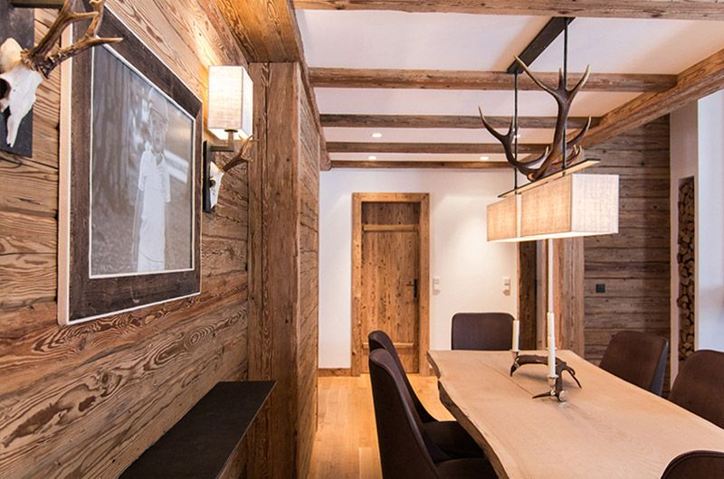 altholz wand mit esstisch aus massivem holz wohnen esszimmer haus und holz. Black Bedroom Furniture Sets. Home Design Ideas