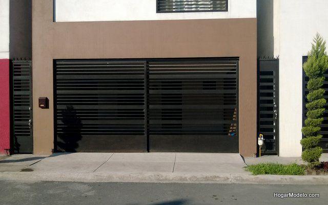 puerta corrediza de cochera con barras horizontales