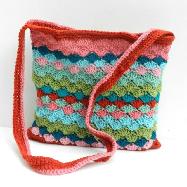 Free Pattern for this Clamshell Bag of Colors | CrochetHolic ...