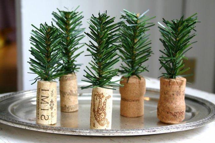 Ideen für weihnachtliche Dekoration mit Tannenzweigen - Archzine.net #weihnachtlichetischdekoration