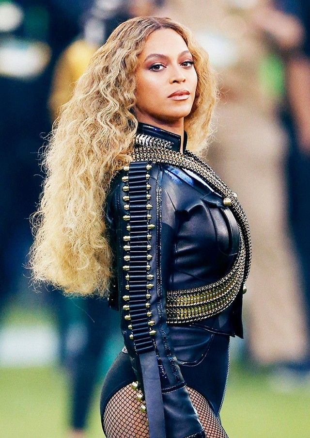 Beyonce's voluminous curls and bronzed eyeshadow are so fierce