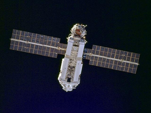 Modul zarja na oběžné dráze při příletu STS-88 (06.12.1998)