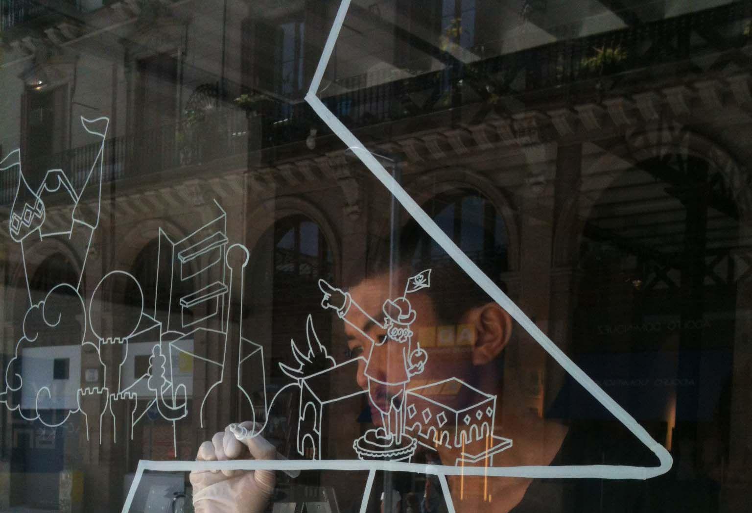 Yoshi Sislay ilustrador con una marca propia. Diseñó y realizó nuestro escaparate. También tenemos productos suyos a Kmaleon :)