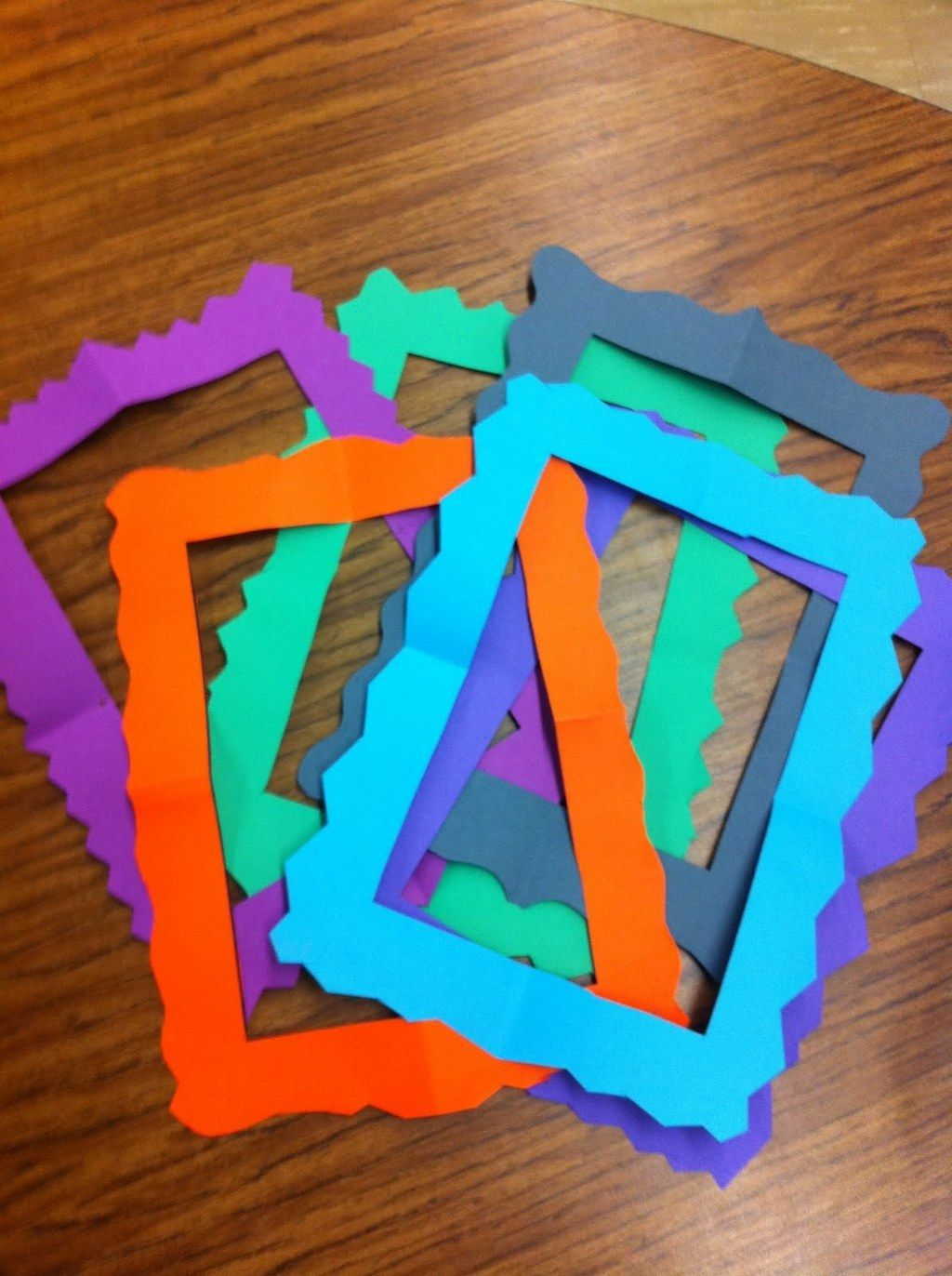 Kids Can Make Super Easy Picture Frames Out Of Construction Paper