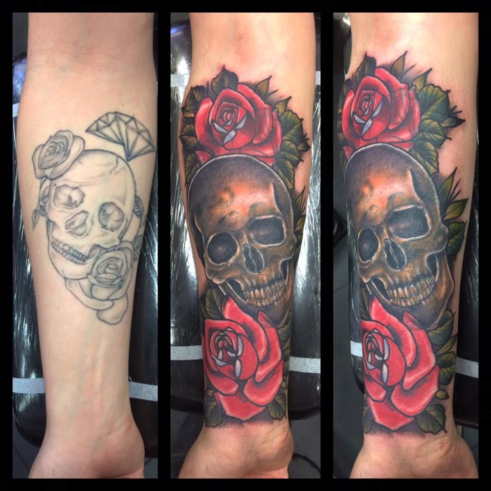 Skull And Roses Cover Up By Paul Devilsown Devilsowntattoos Leicester Leicesterink Leicestertattoo Tattoo Trad T Cover Tattoo Tattoos Cover Up Tattoos