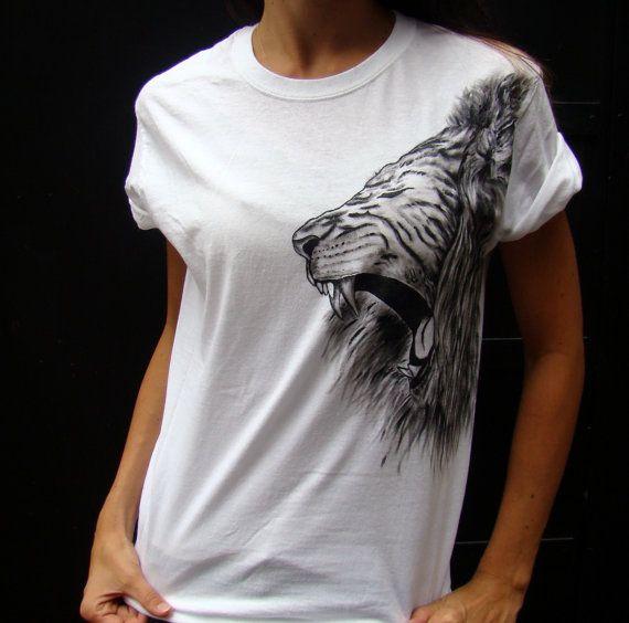 Hand painted lion on unisex t-shirt 8PNW4