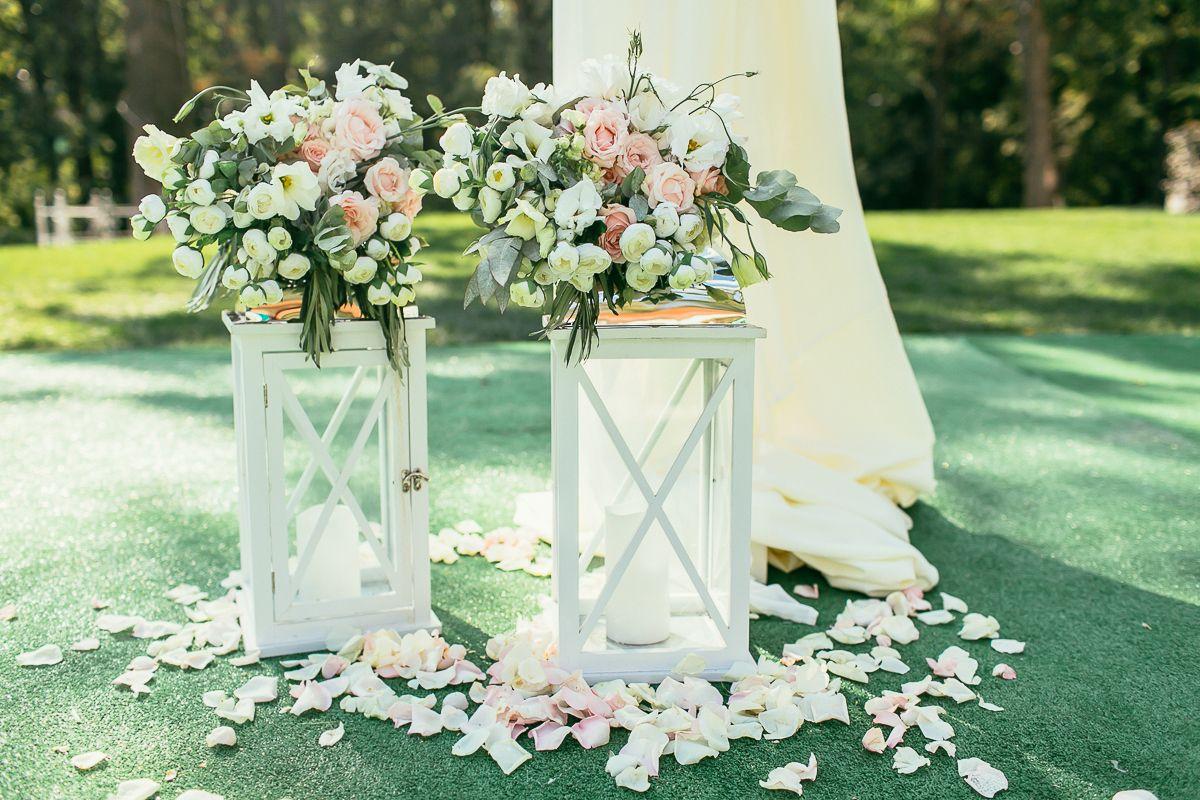 wedding decor, wedding flowers, flowers decor, lights, lamps, свадебная церемония, оформление свадьбы, свадьба, свадебная флористика, фонари, свадебное фото, текстиль, флористика, лепестки