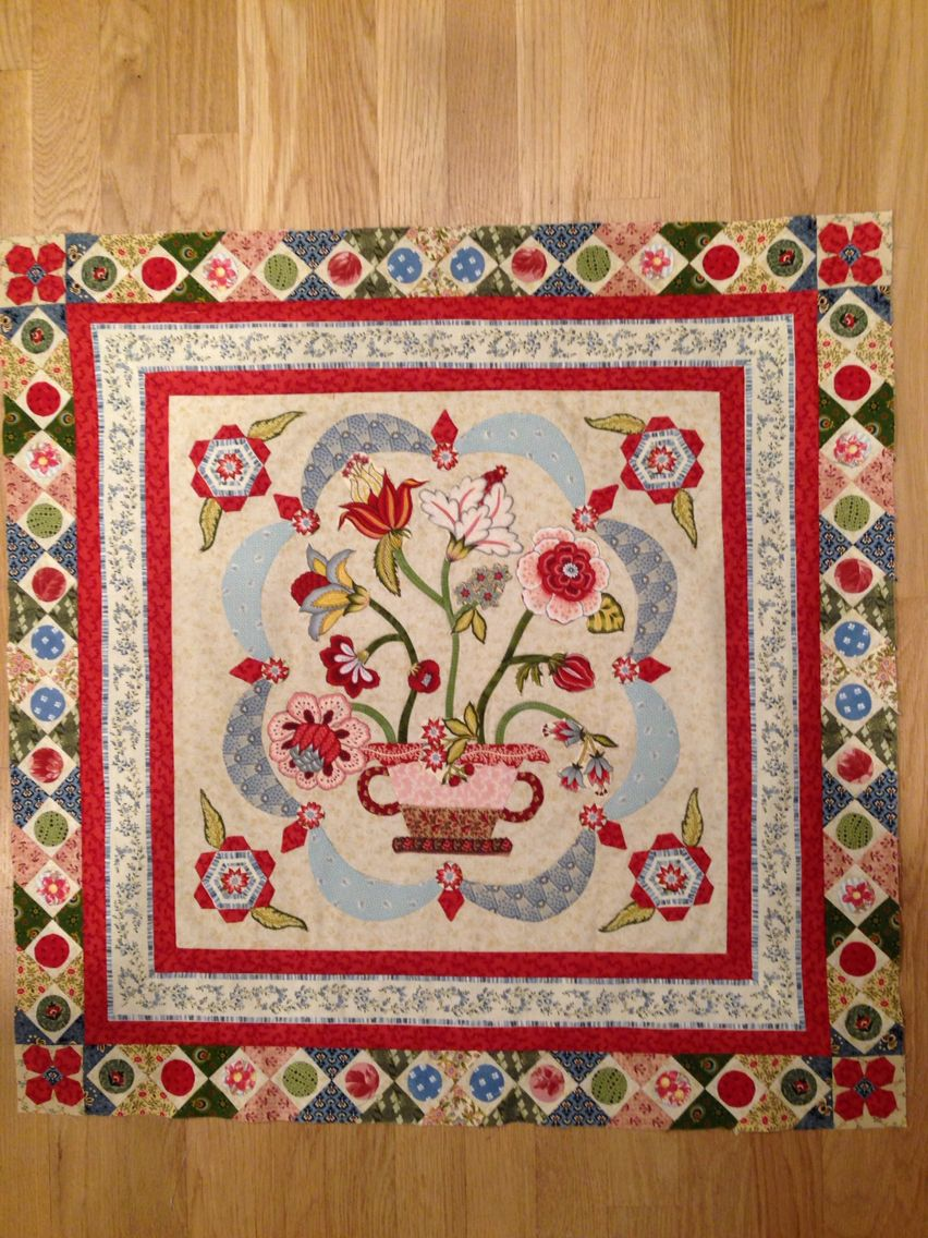 The beginnings of my Mountmellick - Di Ford's mystery quilt for ... : quilt mania magazine - Adamdwight.com