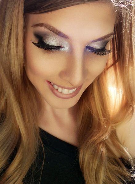 love her eyeshadow !