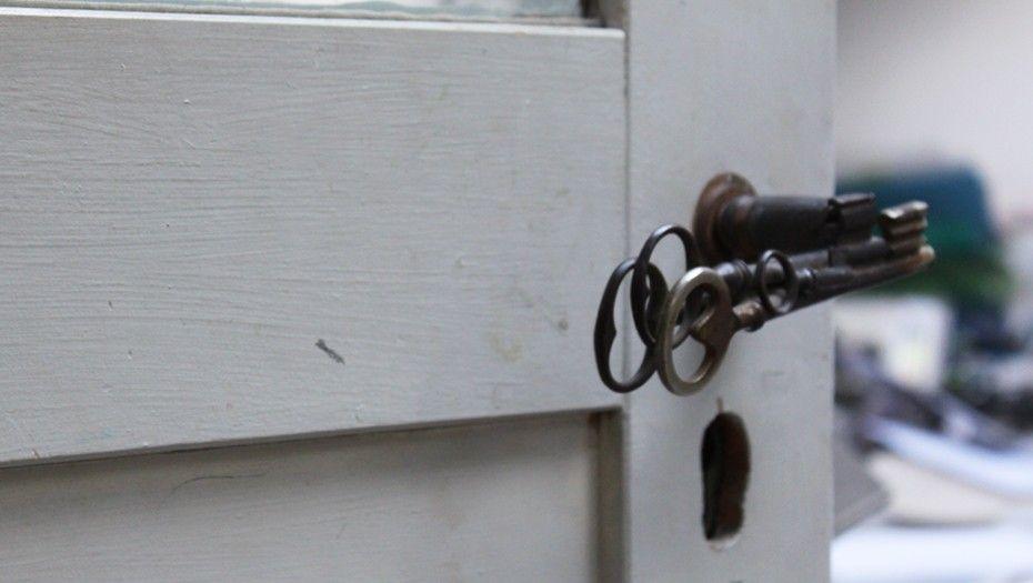 Poignée constituée par des clefs dans l'atelier d'Hubert Le Gall