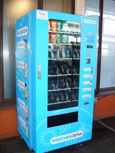 15 Of The World S Most Bizarre Vending Machines Vending Machine Locker Storage Vending Machines In Japan