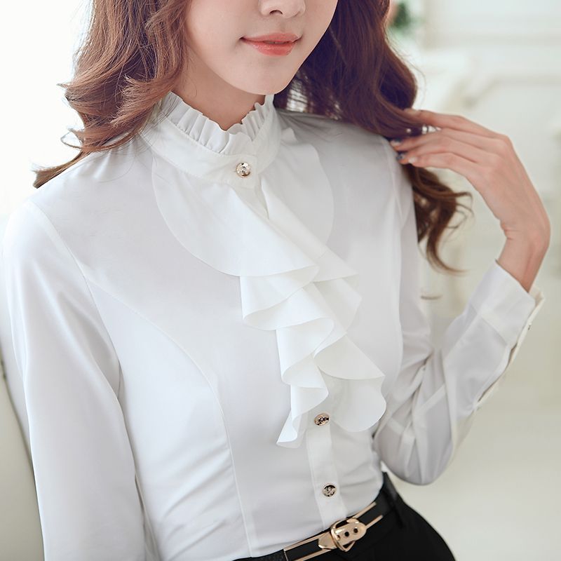 Camisas blancas de mujer AW de Massimo Dutti. Descubra blusas y camisas blancas largas, de vestir, con volantes o bolsillos para mujeres con clase.