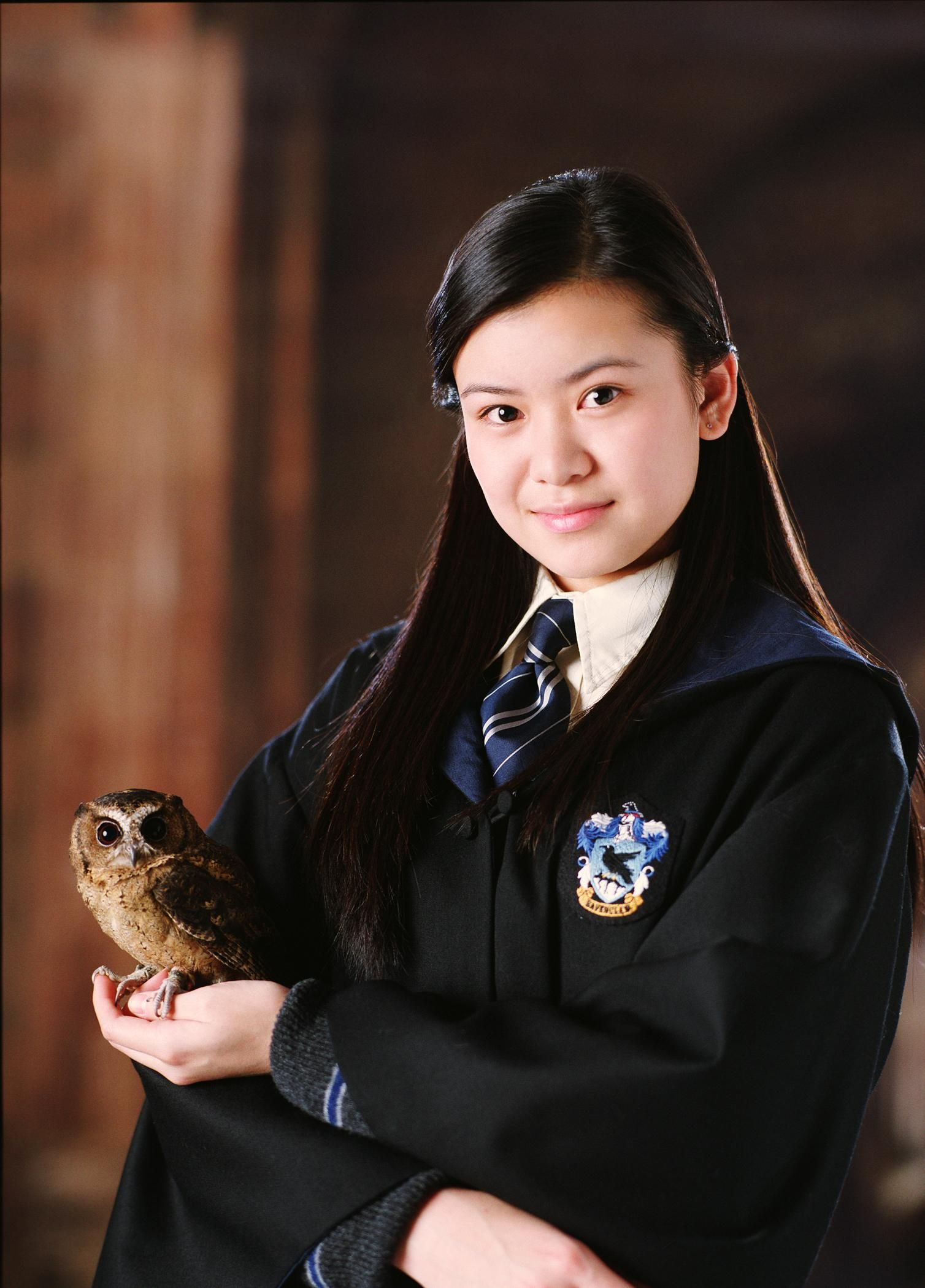 Katie Leung As Cho Chang Cho Is One Of The First Students To Believe Harry S Declaration Of Voldemort Atores De Harry Potter Cosplay De Harry Potter Cho Chang