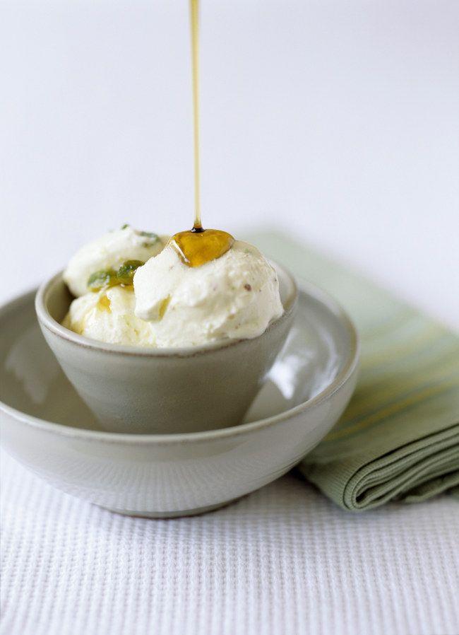 Wenn es draußen so richtig schön warm ist, gibt es nichts Besseres als Eis. Besser gesagt: als Frozen Joghurt! Hier kommt das Rezept...