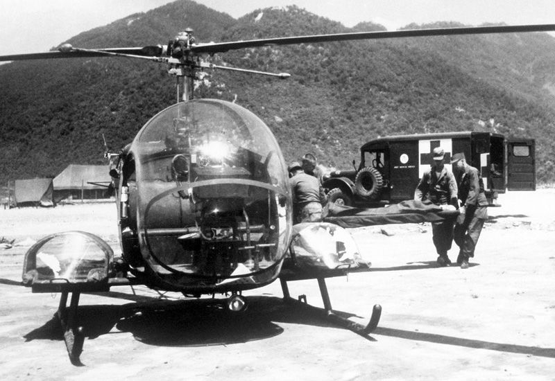 Bell H-13 Sioux Light Utility / Observation Helicopter ...